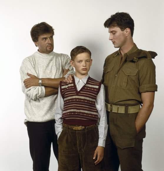 NLD-19929691-HILVERSUM: Acteurs Jeroen Krabbe, Wouter Smit (m) en Andrew Kelly in de Nederlandse speelfilm ' Voor een verloren Soldaat '. COPYRIGHT KIPPA