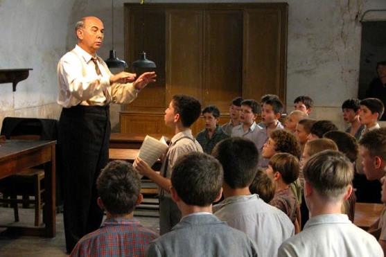 Gérard Jugnot as the teacher in The Choir (2004)