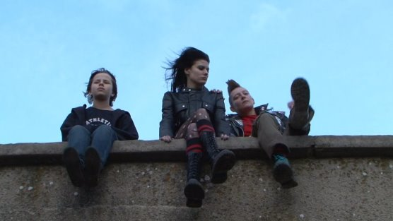 Silvia Gerina,Irena Hristoskova and Kaloian Siriiski as  Courtney,Tenx and Radostin  in Podslon (2010)