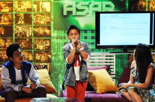 Sammy Santiago Performs In The Philippines