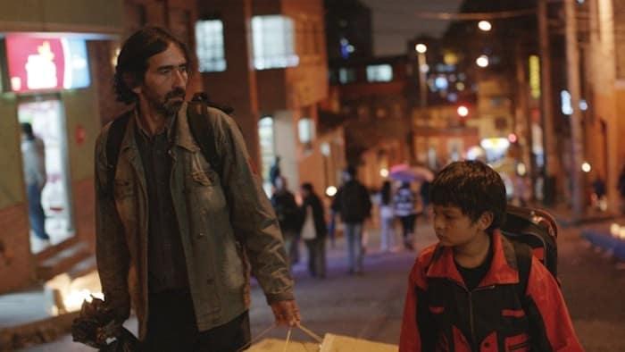 Gabriel (Carlos Fernando Pérez ) with his son Eric (Brayan Santamarià)